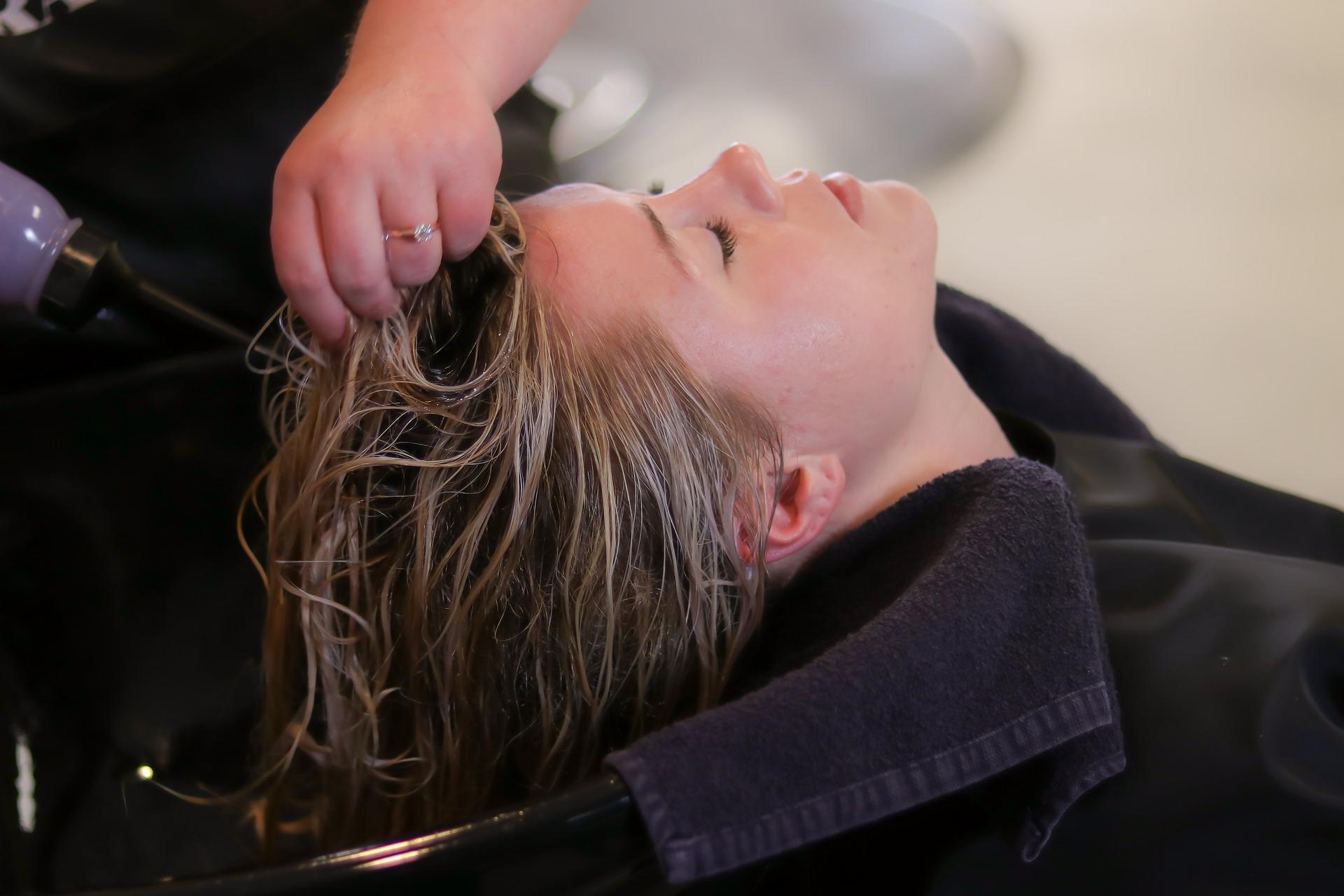 szampon prostujący włosy