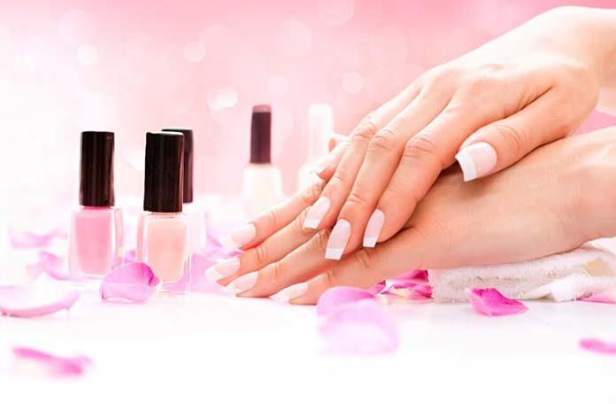 Co warto wiedzieć o nakładaniu manicure hybrydowego?